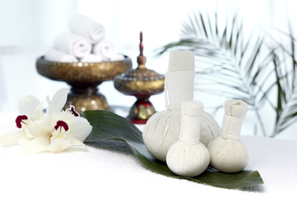Thai classical massage with herbal compresses
