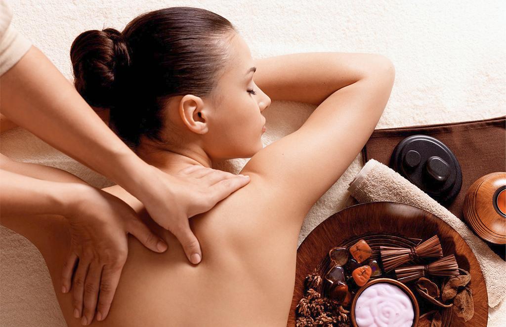 Tajski masaż pleców, ramion i głowy